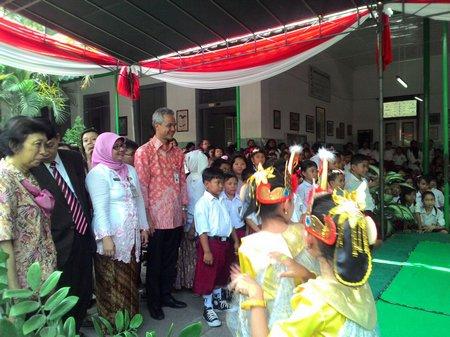 Gubernur Jawa Tengah Ganjar Pranowo Kunjungi SD Warga Surakarta