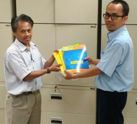 Penyerahan Bahan Pustaka Karya Cetak Dari Lppm Bina Sarana Informatika Yogyakarta