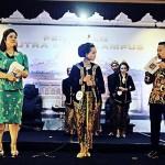 Hengky – Putri Akhirnya Jadi Putra-Putri Kampus di STIE AUB Surakarta 2017
